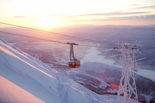 Den lilla byn är en perfekt destination sommar som vinter och erbjuder hotell och konferensmöjligheter i världsklass.